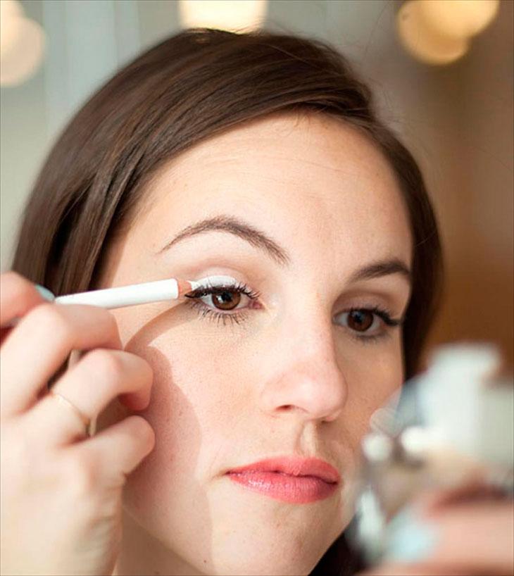 Eye makeup tips for older women